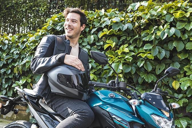 2018-Yamaha-noticia-cascos
