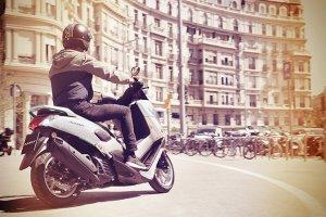 Noticia-evitar-accidentes_2015_YAM_G125YM_EU_RM7_ACT_010_blanca
